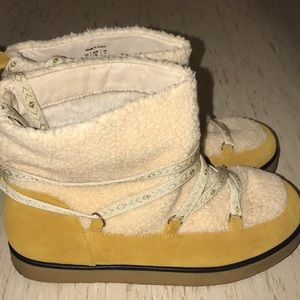 House of Harlow 1960 Shearling Boots